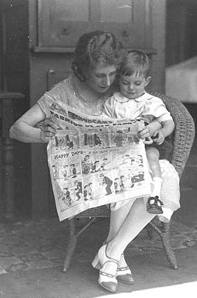 Reading the newspaper 1925